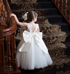 Wholesale Ivory Lace Flower Girl Dresses Cute Couture Adorable Designer Baby Toddler Princess Ball Gown Children Attendant Bridal Party Bow Sash Back