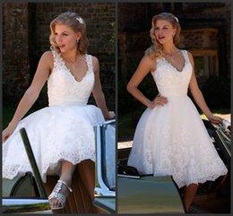 Wholesale Ivory Knee Length A Line Wedding Dresses KR V Neck Sleeveless Beaded Appliques Lace Romantica Short Bridal Gowns Bali Back Zipper