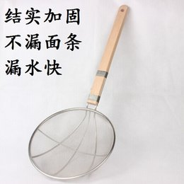 Wholesale Shipping line leak wooden handle wooden handle stainless steel reinforcing wire mesh fence line noodle colander greaves fishing fried jelly