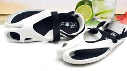 Wholesale Fashion Men s women Summer British Anti Slip Sandals Beach Slippers unisex Breathable hollow Flip Flops Shoes colors drop shipping