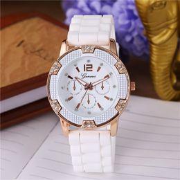 muticolors Casual Watch Geneva Unisex Quartz watch men women Analog wristwatch Sports Watch Gold Silicone relogio feminino