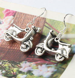 Wholesale 2016 hot MIC New x31 mm Antique Silver Electric Vehicles Car Charm Pendant Earrings Silver Fish Ear Hook Chandelier Jewelry E490