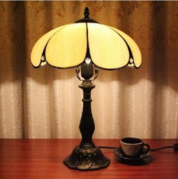 Wholesale tiffaoiy glass Creative simple luxury decorative antique lampshade bedside table lamp European table lamp study bedroom