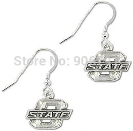 Wholesale pairs a classic antique silver plated Oklahoma State Cowboys sports charm earrings
