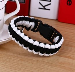 Wholesale Hot bangle bracelet Outdoor Products survival bracelet Hand Made with whistle plastic curved buckle Paracord