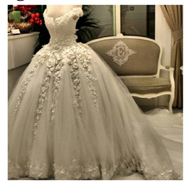 Real Image 2019 New Arrival Pearls Lace Wedding Dress Empire Beaded Ball Gowns Bridal Gown With Flowers Lace Applique Luxury Bridal Gown
