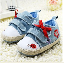 Wholesale Green and blue tile bows Velcro small insects male baby shoes pair CL