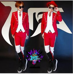 Male singer fashionable nightclub in Europe and the runway looks black and white red palace big lapels costumes. S - 6 xl
