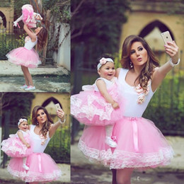 Lovely Cute Pink Mother And Daughter Wedding Party Dresses Short Flower Girls Dresses Tulle Ball Lace Edge Little Girls Pagenat Dresses