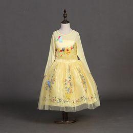 Descuento cenicienta niños vestido del partido Vestido de fiesta de la mariposa de tul bola amarilla nuevas muchachas del vestido de los vestidos de los niños del vestido de Cenicienta Niños princesa floral de manga larga