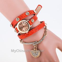 Cuero reloj pulsera corazón en Línea-Pulsera de cuero de la vendimia de la vendimia Correa de cuero pendiente Relojes de pulsera Reloj de cristal análogo de las señoras de las mujeres del corazón del reloj cristalino nuevo 2015