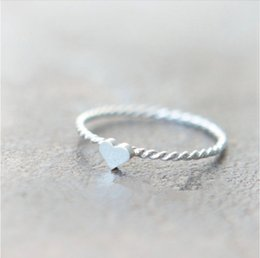 New Cute thread of love rings Cheap silver rings Twist Heart Rings Zinc alloy material beautiful woman's ring