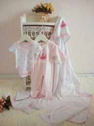 Wholesale In Stock Baby Sets Girls boys gift newborn baby rompers bibs blanket hats socks suits RETAIL
