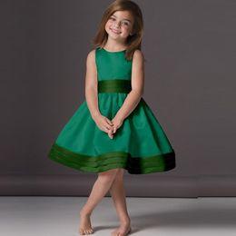 2020 Lovely Emerald Green Flower Girl Dresses Cheap A-Line Knee Length Scoop Neck Satin Sleeveless Children Party Gowns