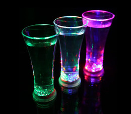 Wholesale NEW ARRIVAL LED glasses water cup Creative club KTV liquid induction juice cup Colorful flash drink cup