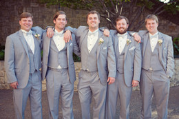 Light Grey Groomsmen Suits Handsome Two Buttons Mens Suits Notched Lapel Groom Tuxedos Wedding Prom Suit (Jacket+Pants+Vest+Bow Tie)