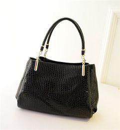 European Style Designer Leather Totes Crocodile Pattern Vintage Ladies Handbags Adjustable Strap Trendy Girls Handbags for 28