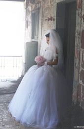 Ball Gown Strapless Wedding Dresses 2016 Spring Summer Lace Appliques Bodice Fluffy Skirt Cheap Wedding Dresses Bridal Gowns
