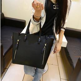 Las mujeres baratas bolsas de cuero negro en venta--2015 al por mayor de moda de Nueva ocasional de la señora bolsos de cuero baratos bolsa de asas de bus de hombro Marca Bolsas bolso de la mujer del bolso del cubo rojo negro