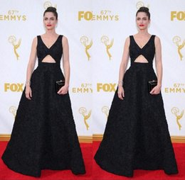 Wholesale Amanda Peet Black Evening Celebrity Dresses th Emmy Awards Sexy V neck Sleeveless Open Front A line Lace Red Carpet Prom Gowns