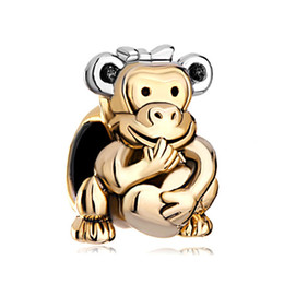 Monkey Hold Heart Love with Bowknot on Head Gold Plated Bead European Animal Charm Fit Pandora Bracelet