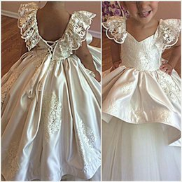 2017 New Design White  Ivory Wedding Little Flower Girls Dresses Off the Shoulder Lace Ruffle Short Sleeves Lace-up Back Tiered Appliques