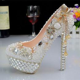 Promotion perles de diamant hauts talons High-end de la mode diamant de mariage en cristal de glands chaussures faites à la main perles blanches chaussures robe orteil rond Golden perle chaussures talons hauts