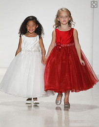 Wholesale White And Red Flower Girl Dresses For Weddings Crew Tea Length Organza Artificial Flowers Beaded Kids Christmas Formal Pageant Gowns