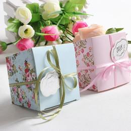 Скидка красные синие цветы Бесплатная доставка 50Pcs / lot Синий / Розовый / Красный Цветочные Цветочная Трапециевидные Свадебный подарок конфеты коробки Подарочная коробка Сахар конфеты коробка с лентами