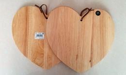 Wholesale-Heart-shaped diamond rubber wood cutting board chopping fruits breadboard