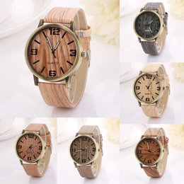 Wholesale Simulation Wooden Quartz Men Watch Casual Wooden Color Leather Strap Watch Wood Wristwatch Relogio Masculino W97
