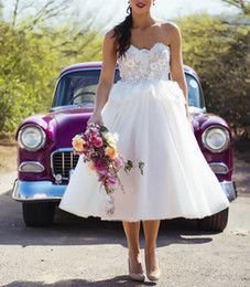 Tea Length Lace Wedding Dresses Summer Beach White Ivory Bridal Gowns Strapless Zip Back Tulle Short Cheap Wedding Gowns
