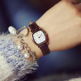 Wholesale Classic Retro Minimalist Mori Vine Leather Ferret Square Tray Aa Couple Round Watch Lover Quartz Watch black and coffee color