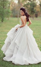 2019Sexy Wedding Dresses With Veil Strapless Forest Backless Sexy Bridal Gowns Sleeveless Women Modern Formal Wedding Dress Reference Image