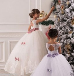 2016 Christmas Lace Flower Girl Dresses Long Sleeve Hollow Back Floor Length Bow