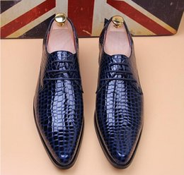 Wholesale 2015 NEW crocodile grain cusp leather shoes Men s dress shoes Male Business shoes Top quality brand men Wedding shoes NXX195