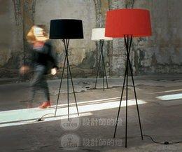 Mesa moderna habitación lámparas en Línea-Contratado y contemporáneo sala de estar dormitorio creativo estilo europeo lámparas de mesa de cabecera y linternas lámpara de pie triángulo