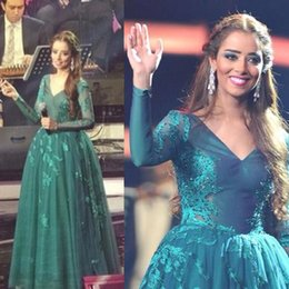 Long Sleeve Green Evening Dresses 2015 with Beaded Appliques Floor Length Tulle Jersey Middle East Celebrity Gowns