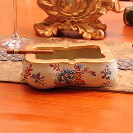 Wholesale Cool Brand New Luxurious European Nobel Resin Hand Painted Cigar smoking Ashtray decoration Antique Ashtray from chaozhou China