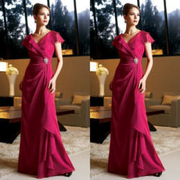 Modest Fuschia Dresses Long Formal Fuchsia Chiffon Mother of the Bride Gowns V Neck Cap Sleeves Crystals Wedding Guests Dress Plus Size