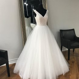 Stunning Luxury Pearls Wedding Dress Plus Size A Line Wedding Gowns V Neck Sleeveless Beaded Top Floor Length Tulle Bridal Gown