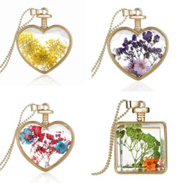 Wholesale Fashion Floating Charm Glass Round Heart Dried flowers Pendant Necklace Lovely Natural Organic Dried Flower Glass Statement Necklaces
