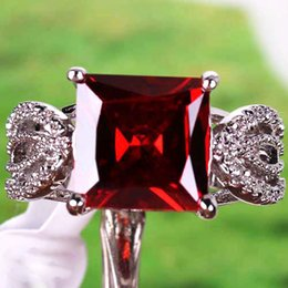 Wholesale 2015 Real Picture Cheap Lady Solitaire Ring Fashion Garnet Princess Cut Garnet White Topaz Gemstone K White Gold Plated Ring Size Gift