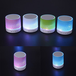 Mains libres universel à vendre-A9 LED Flash Light Haut-parleurs Bluetooth sans fil Mini Subwoofers portatifs Support mains libres TF Card Radio FM Loud Music Players