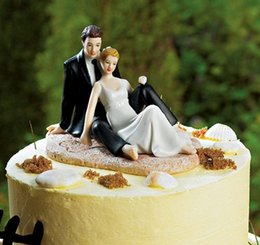 Wholesale Romantic Couple Lounging on Beach Wedding Cake Topper Real Image Wedding Favors New Wedding Decorations