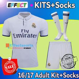 Wholesale 2016 Real Madrid RONALDO kits maillots de football ensembles complets de futbol BALE KROOS BENZEMA MARCELO KROOS Chemise de football avec chaussettes