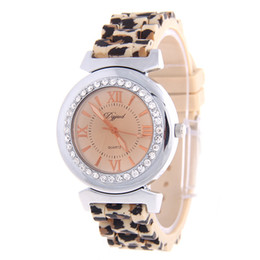 2016 New Fashion Luxury Lady Watch Band Siliocne Leopard Crystal for Woman Casual Quartz Analog Watch