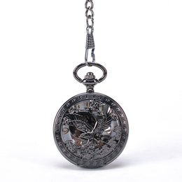 Wholesale Black Round Patriot America National Bird Flying Bald Eagle Carved Front Case Arabic Numbers White Dial Hand Wind Mehchanical Pocket Watch