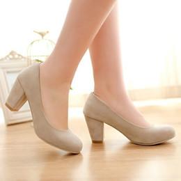 Grossiste-Plus Taille 8 11 Ladys élégantes Pompes Automne Round Toe Flock Carrière épais Talons hauts Féminin Plein Chaussures Beige Beige BBB-15 à partir de chaussures simples talons fabricateur