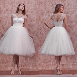Beach Knee Length Wedding Dresses 2016 Bridal Gowns Vintage Wedding Party Dresses Summer Lace Ball Gowns with Straps